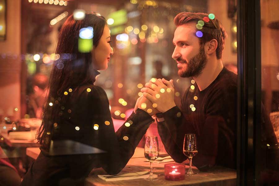 Sprawdzone pomysły na ciekawą i niezapomnianą randkę.